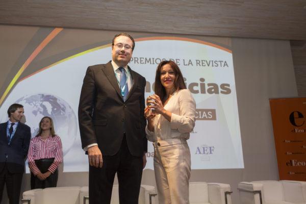 La cadena Nails Factory recibe un premio por su labor en RSC