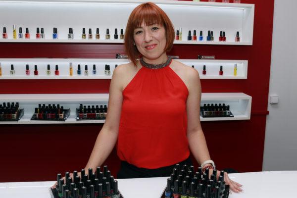 Ángeles Crujera, franquiciada de Nails Factory con tres espacios