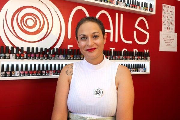 Beatriz gerente de una franquicia Nails Factory en León